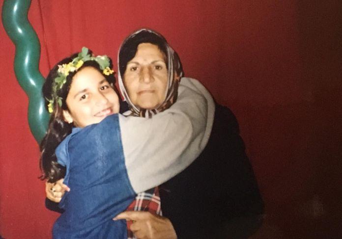 with-granny-i92309