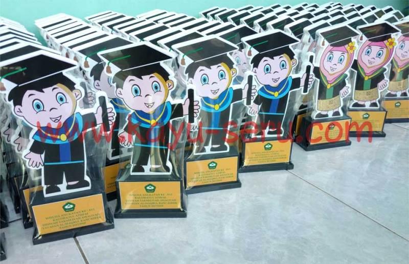 piala wisuda madrasah - Plakat / Piala Wisuda Untuk Madrasah Al Maqbul Bandung