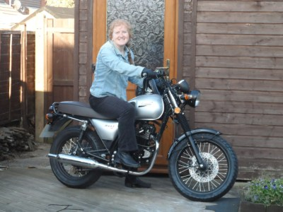 kay vincent on bullit hunt motorbike