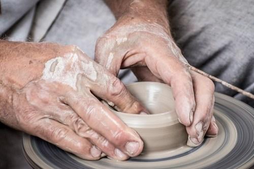 hands-1139098_640