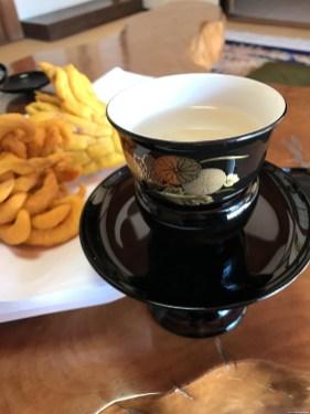 高台寺のアメックスラウンジ。お菓子と昆布茶をいただきました。