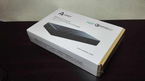 aukey-led-mobile-battery(PB-Y1)001