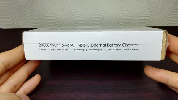 aukey-led-mobile-battery(PB-Y1)002