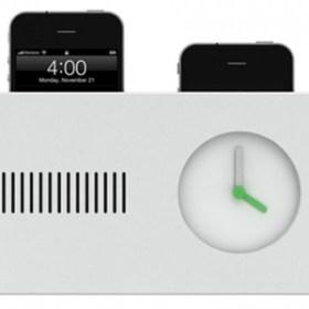 iPhone4を2台同時充電と目覚まし時計機能がひとつになった「デイ・メイカー(Day Maker)」