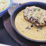 #黒トリュフソースのビーフハンバーグ定食 #松屋 ソース少なめ