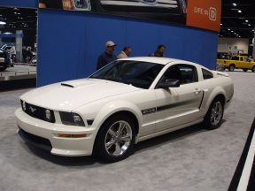 800px-Ford_Mustang_GT-CS