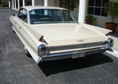 1962 Cadillac Sedan De Ville_2