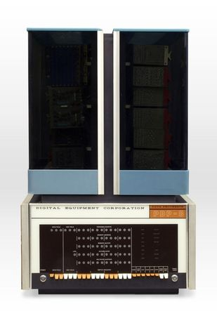 1965 год: DEC PDP-8