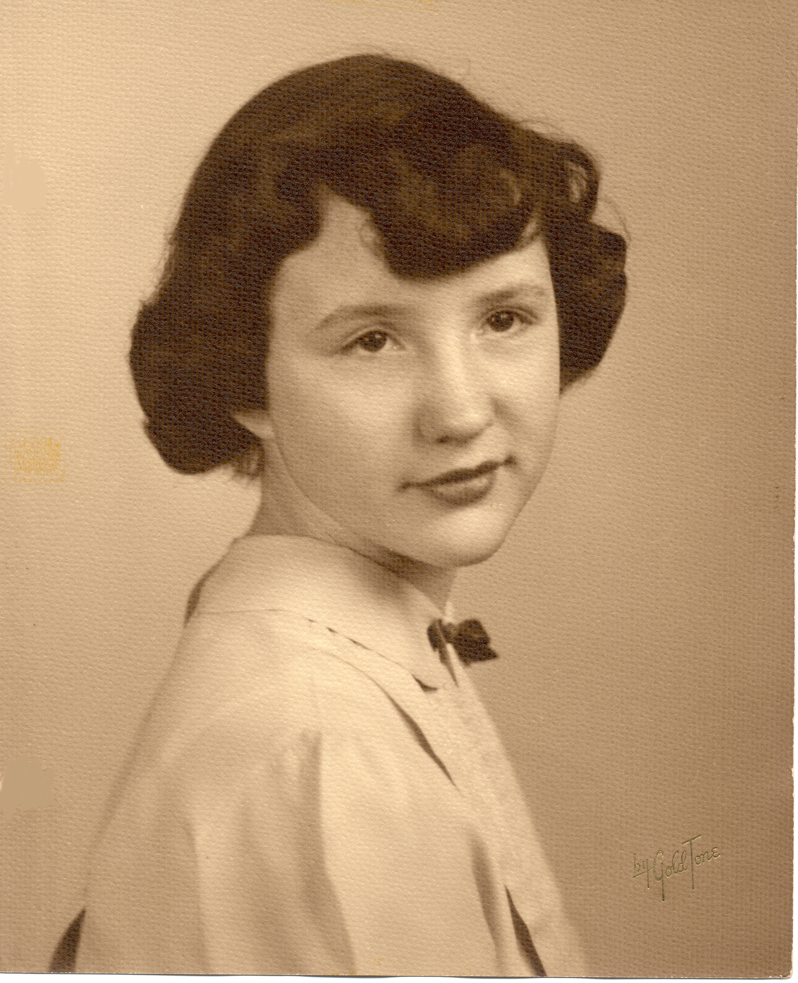 Ruth Scheletema as a young teenager.