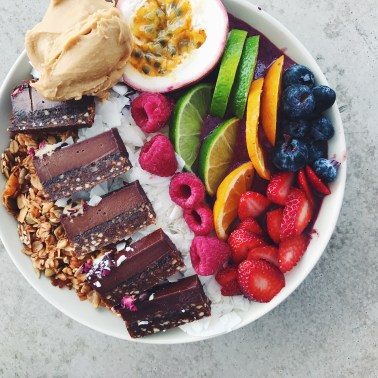 Decisions Cafe - The (ultimate) acai bowl