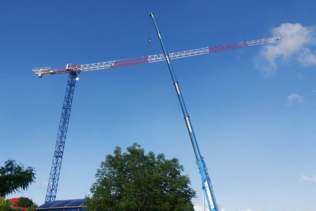 Raimondi MRT159 flattop tower crane participates in the build of residential development in Romania