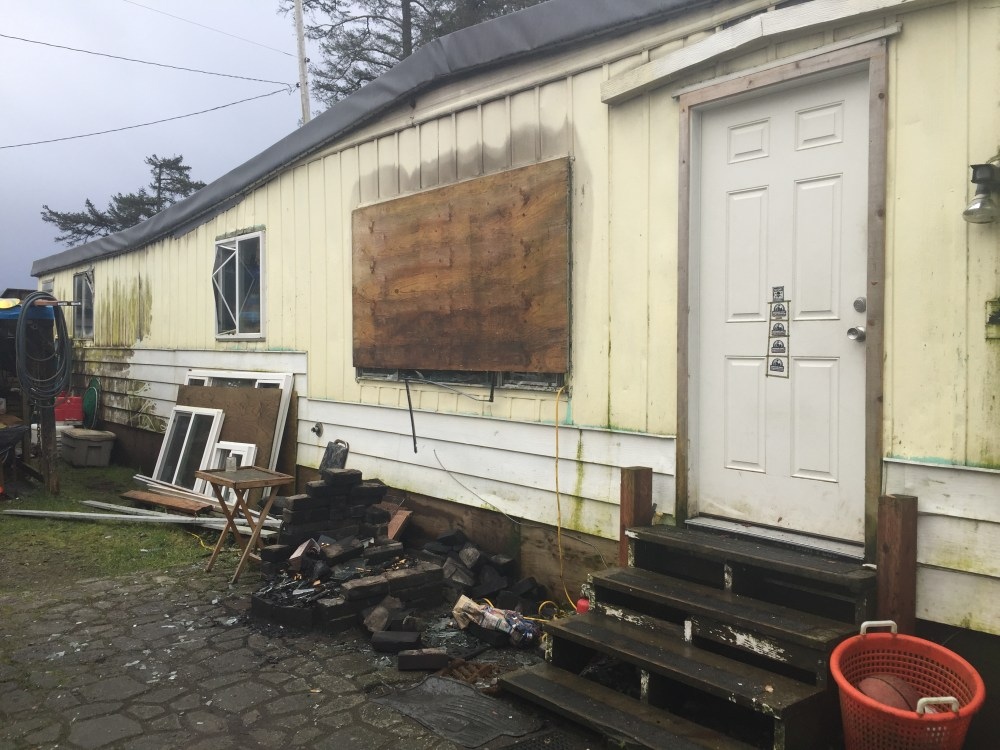 medium resolution of the mobile house fire began in the back bedroom due to faulty electrical wiring that quickly spread along the ceiling emily kwong kcaw photo