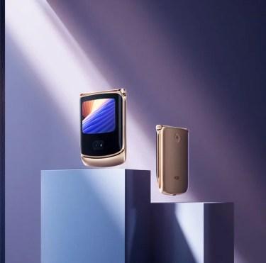 【新商品】「motorola razr 5G」の限定カラー「Blush Gold」を、+Styleが国内独占販売