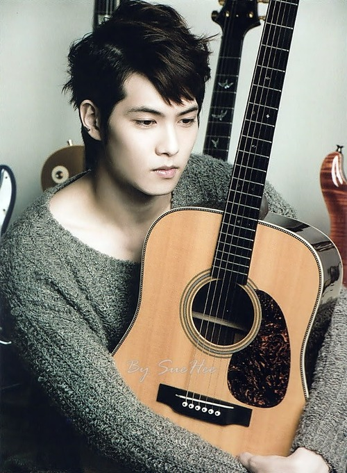-Lee-Jong-Hyun-cn-blue-code-name-blue-35205639-500-681