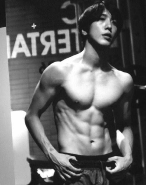 jung_yong_hwa_abs