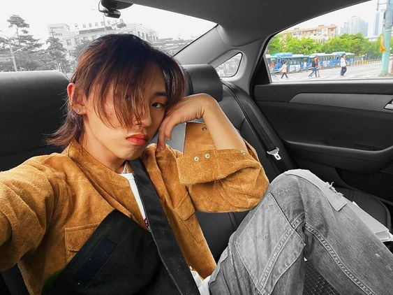 DPR Live car selfie