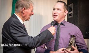 Robbie Molly (right) with his 2015 Junior Hurling award chats to legendary GAA pundit Mícheál Ó Muircheartaigh at the 26th annual Carlow GAA Awards. Photo: Ken McGuire/KCLR