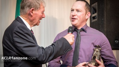 Robbie Molly (right) with his 2015 Junior Hurling award chats to legendary GAA pundit Mícheál Ó Muircheartaigh at the 26th annual Carlow GAA Awards. Photo: Ken McGuire/KCLR