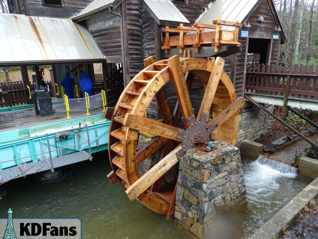 Shenandoah Log Company's new water wheel! It was not functioning today. I will check back later.