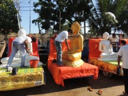Cleaning the Buddha statues