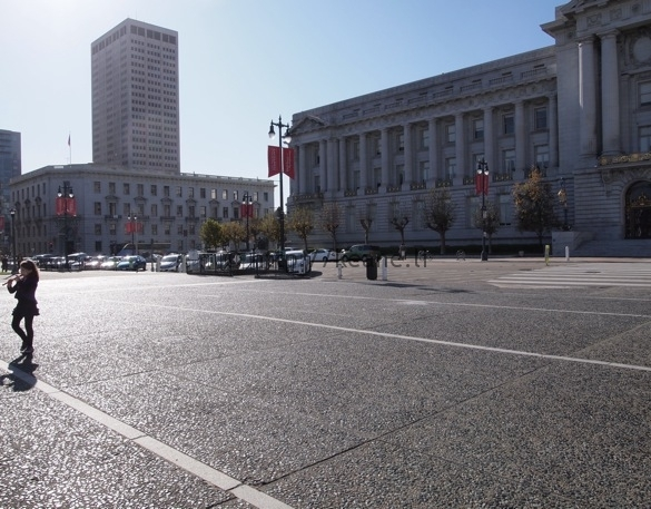 Girl playing the flute in front of San Francisco City Hall (photo)