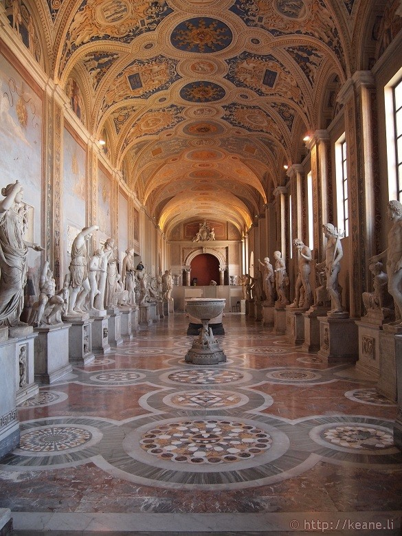 Empty hallway of statues in the Vatican Museums - VIP!