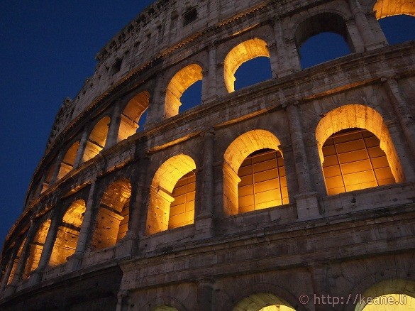 Colosseo at night
