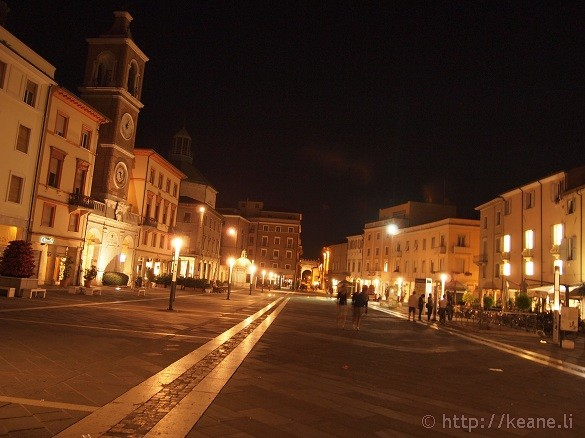 Piazza Tre Martiri in Rimini's Centro Storico at night
