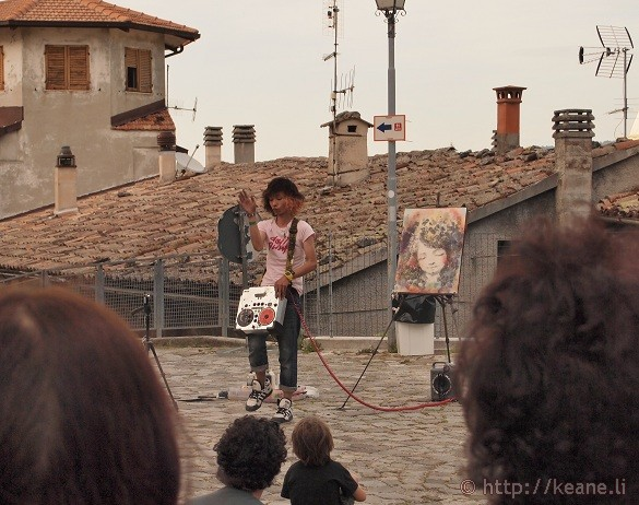 Artisti in Piazza - Yukinko Akira rocks out while painting