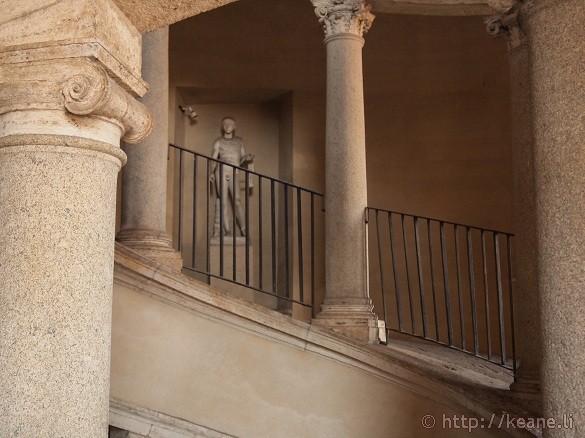 Bramante's Staircase - Statue