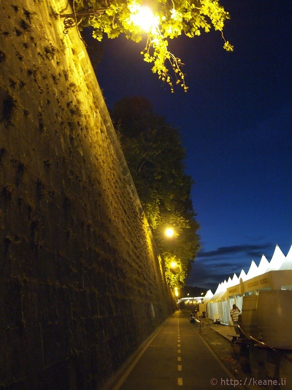 Summer Nights in Rome - Lungo il Tevere / Along the Tiber River