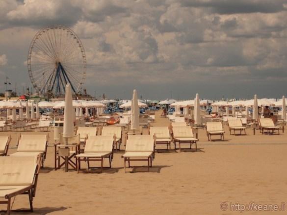 Grand Hotel Rimini - Beach chairs and ferris wheel