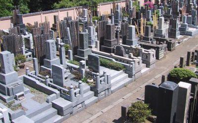 Sedang Viral, Heboh Batu Kecil Melayang di Pekuburan Jepang