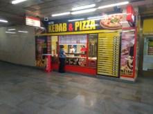 Exteriér v interiéru metra - Metro Kebab & Pizza, Praha