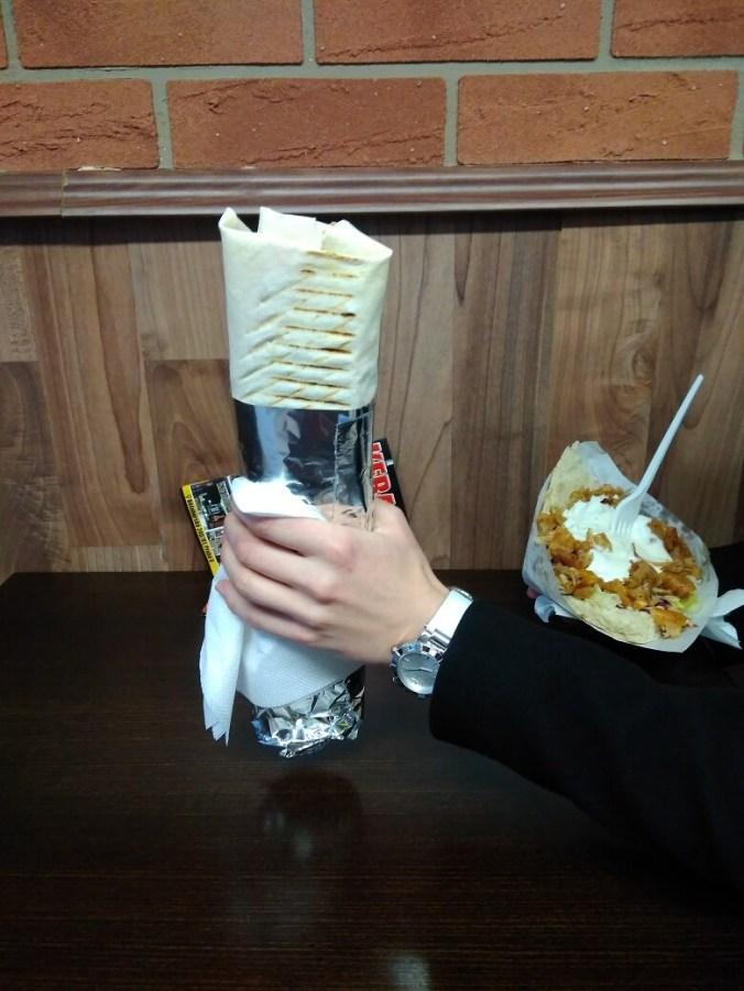 Durum a doner v pozadí - Antalya Kebab Praha Břevnov