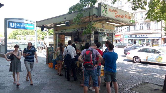 Fronta v časných ranních hodinách - Mustafa's Gemüse Kebap (Berlín)