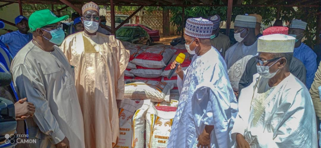 Emeka Okafor Foundation donates 3000 bags of rice to flood victims in Kebbi