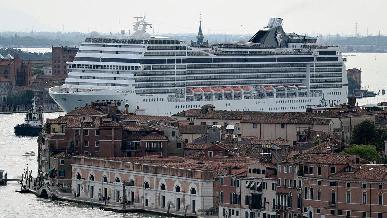انطلاق أول سفينة سياحية في رحلة عبر البحر المتوسط في زمن كورونا