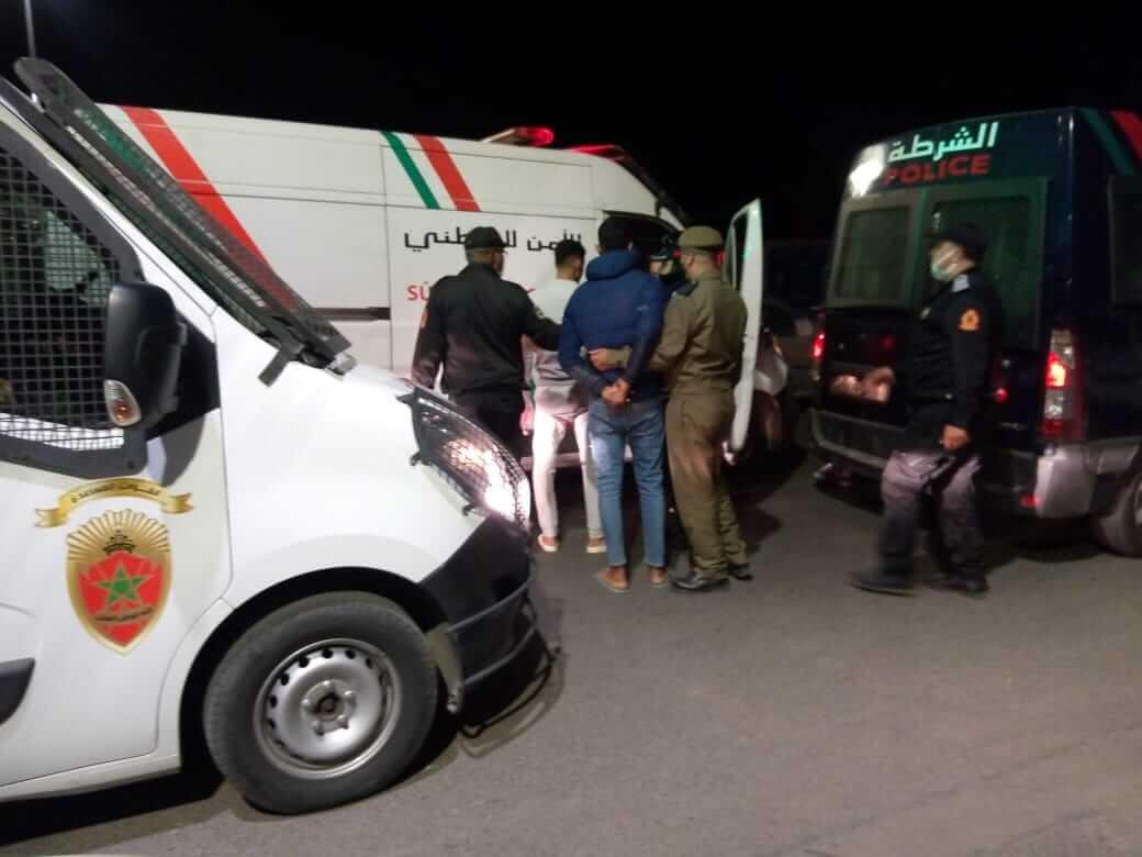 خرق الطوارئ والرشق بالحجارة يجر 24 شخصا إلى الاعتقال بمراكش + صور