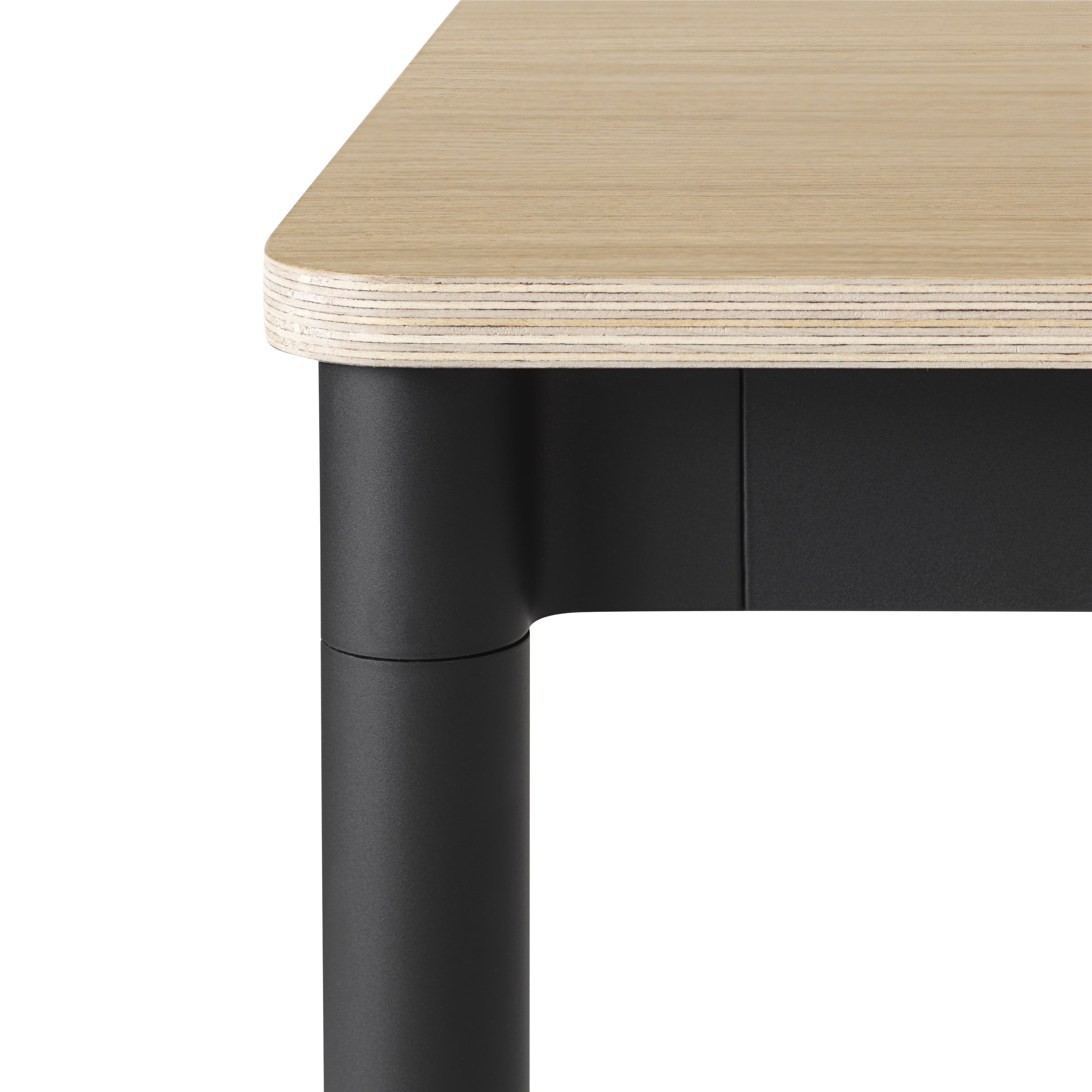 Muuto Base tafel 140x80 Oak Veneer/Plywood/Black