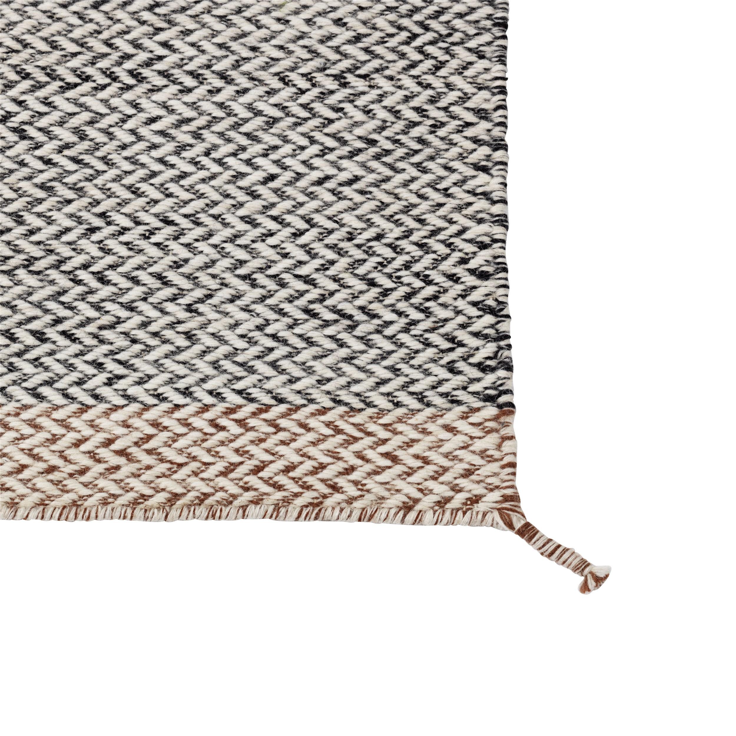 Ply rug 85 x 140 black-white