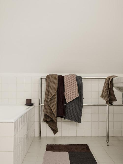 Pile bathroom mat brown
