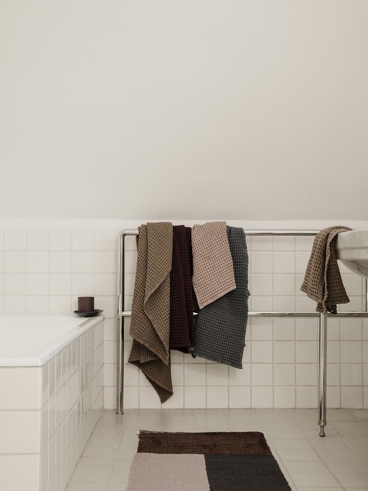 Pile bathroom mat brown
