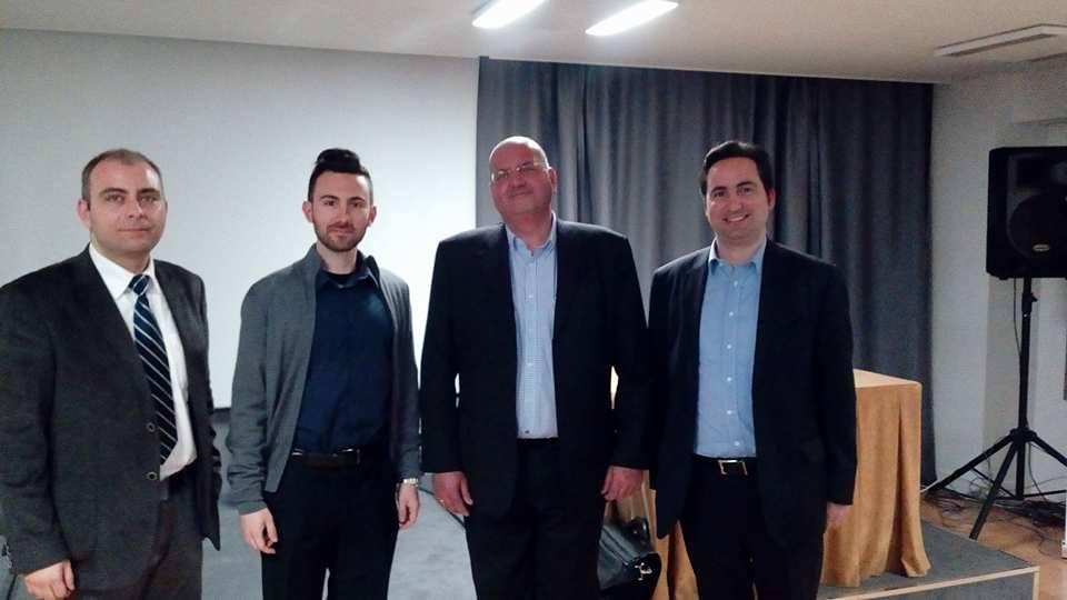 Από τα αριστερά προς τα δεξιά: Ο Δρ. Πέτρος Βιολάκης, Διευθυντής Ερευνών του ΚΕΔΙΣΑ, ο αναλυτής του ΚΕΔΙΣΑ, Βασίλης Παπαγεωργίου, ο εισηγητής του σεμιναρίου, κ. Βασίλης Κοψαχείλης, και ο Ιδρυτής και Πρόεδρος του ΚΕΔΙΣΑ, Ανδρέας Μπανούτσος