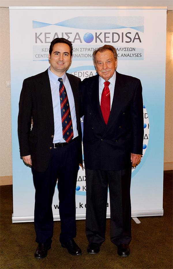 Από αριστερά προς τα δεξιά: Ο Ιδρυτής & Πρόεδρος Δ.Σ. του ΚΕΔΙΣΑ, κ.Ανδρέας Γ.Μπανούτσος και ο Ναύαρχος ε.α., κ.Άγγελος Χρυσικόπουλος.