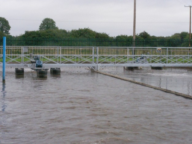3.7kW Tritons® on a tri-pontoon float in position and fastened to the access gantry. The Triton® can be bridge or side-wall mounted.