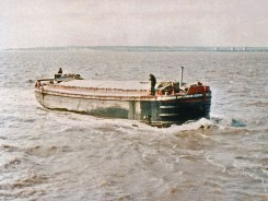 Heading past New Holland Pier for another load from King George Dock - Amy Howson in the mid-1960's