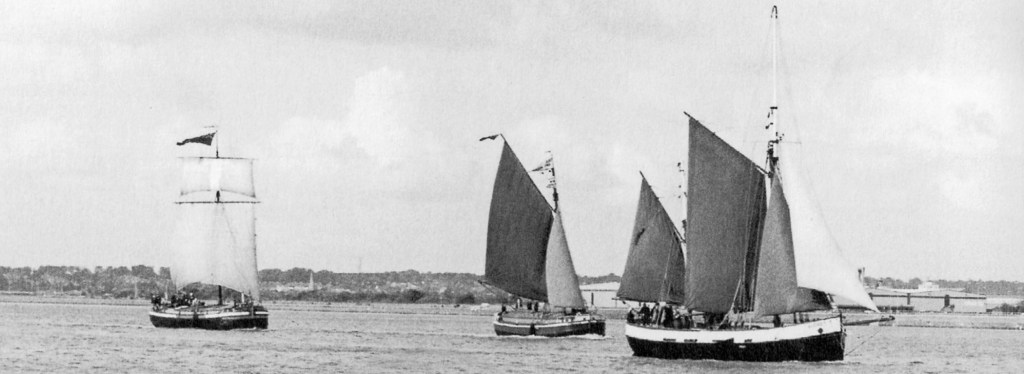 Sea Shanty Festival - Race on the Humber - Comrade, Amy Howson and Audrey