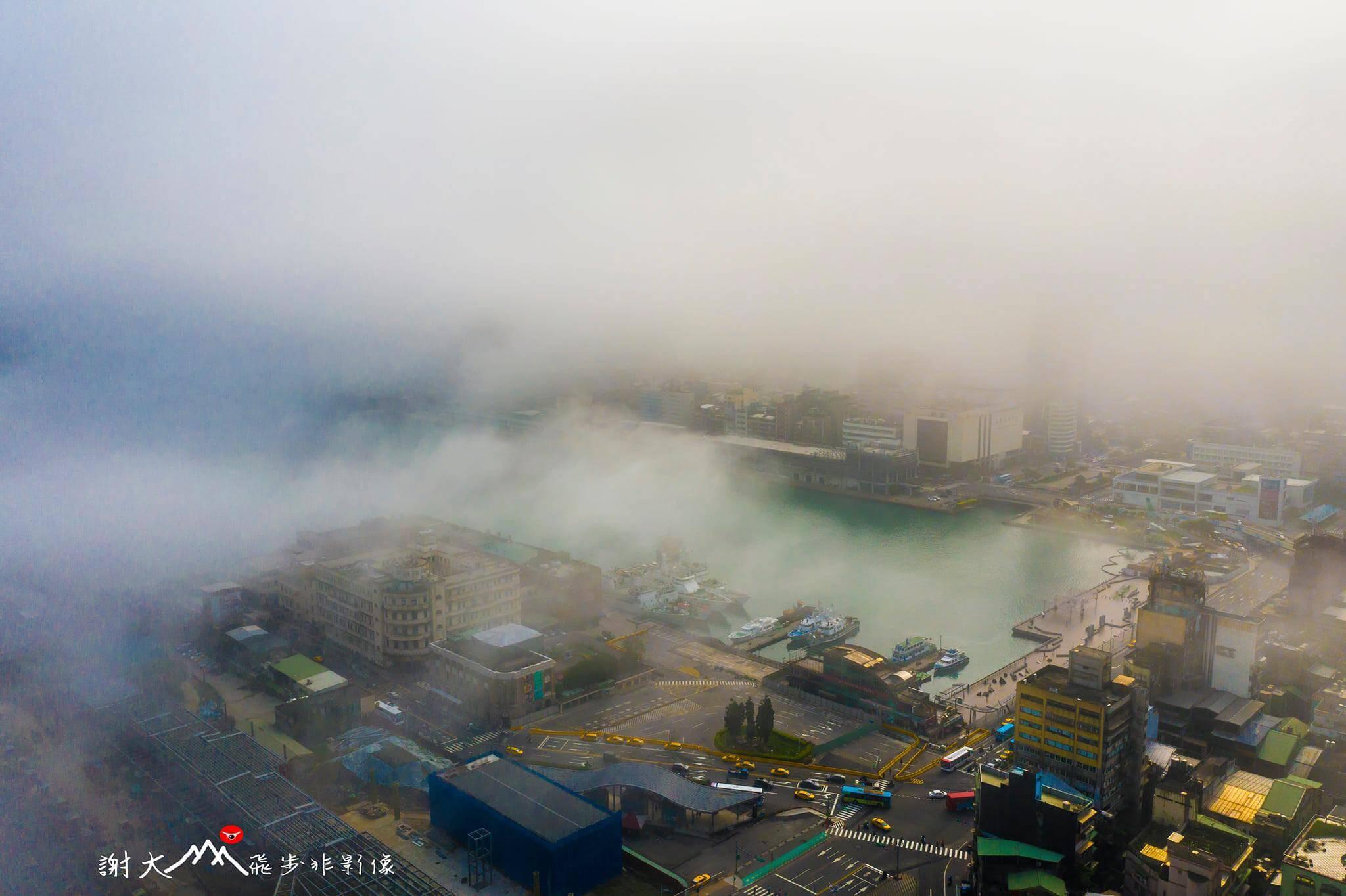 霧鎖基隆港