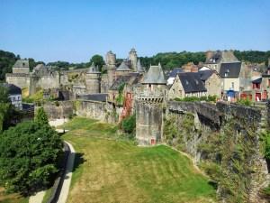 Вид на замок в Caen